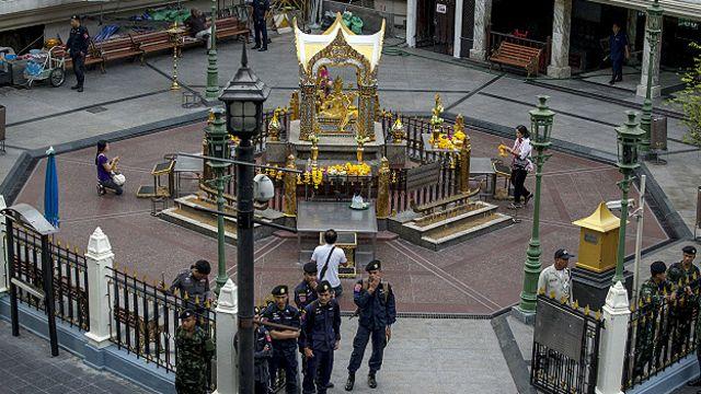 泰國警方守衛曼谷四面佛周圍