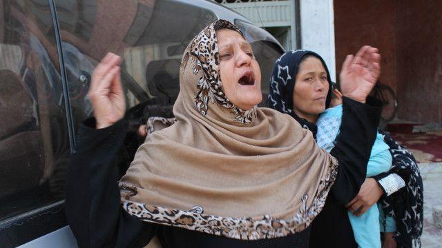 مادر یکی از افراد زخمی شده رهبران دولت وحدت ملی را به بی کفایتی متهم کرد