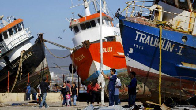 Barcos desplazados a tierra firme en Chile.