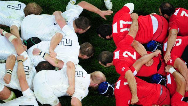 El melé o scrum es una de las fase de juego más comunes en rugby.