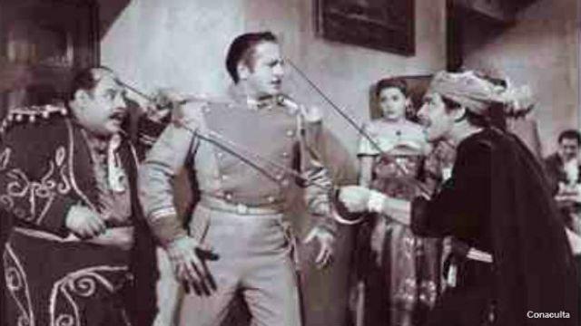 """Tin Tan en una escena de """"La marca del Zorilo"""""""