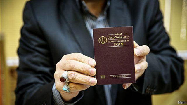 گذرنامه ایرانی برای سفر بدون روادید به سی و هفت کشور معتبر است. اما به جز دو کشور همسایه (ترکیه و ارمنستان) هیچ مسیر هوایی یا دریایی ساده ای برای آن کشورها وجود ندارد تا شهروند ایرانی بتواند بدون ویزا به کشورهایی همچون جزایر میکرونزی، اوگاندا و بولیوی سفر کند.