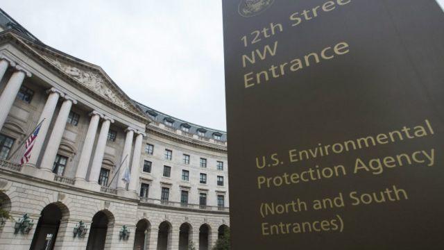EPA, Volkswagen'i karbon emisyonlarını kasıtlı olarak düşük gösteren yazılımları araçlara yüklemekle suçluyor.