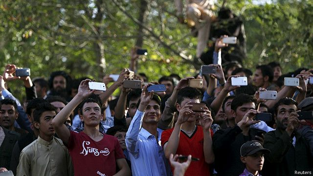 کاربران تلفن همراه و ثابت در افغانستان اکنون به بیش از ۲۳ میلیون نفر میرسند و بیشتر از دو میلیون نفر به خدمات اینترنتی دسترسی دارند