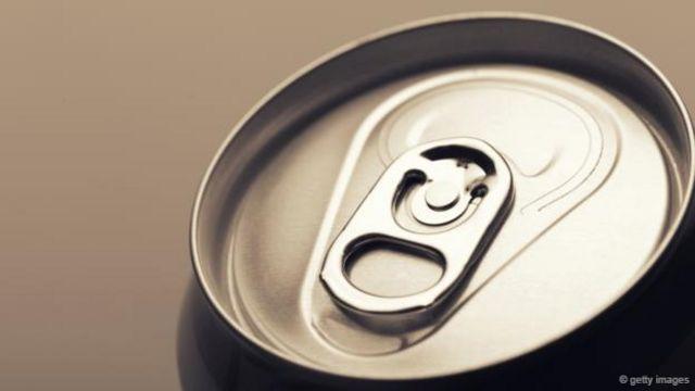有人曾经警告称,任何气泡饮料都对我们有害,甚至连气泡水也不例外(图片来源:Getty Images)