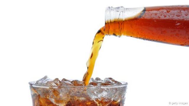 甜味碳酸饮料的腐蚀作用会随着时间的推移不断累积(图片来源:Getty Images)