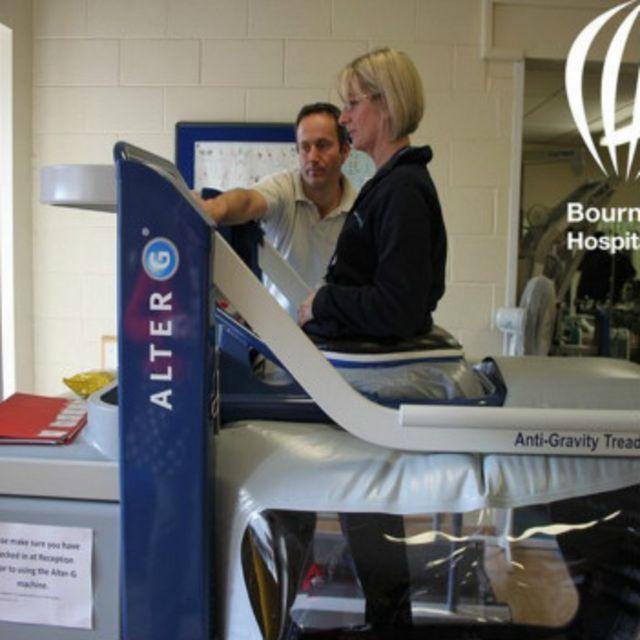 El principal uso de la máquina antigravedad sigue siendo terapéutico, aunque hay gimnasios exclusivos que ofrecen sesiones en sus programas de entrenamiento.