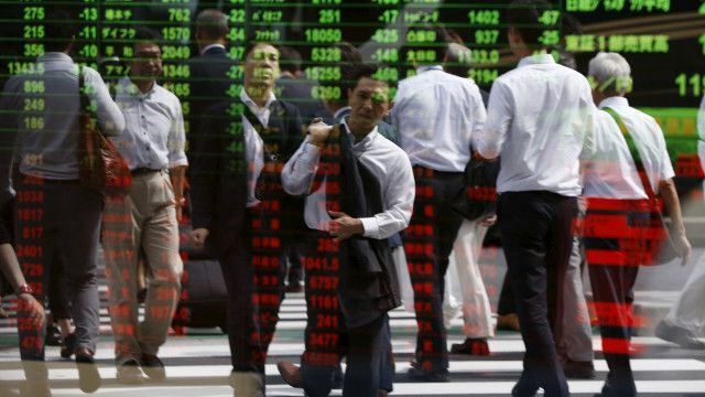 Penguatan mata uang Yen membuat bursa saham Jepang anjlok.