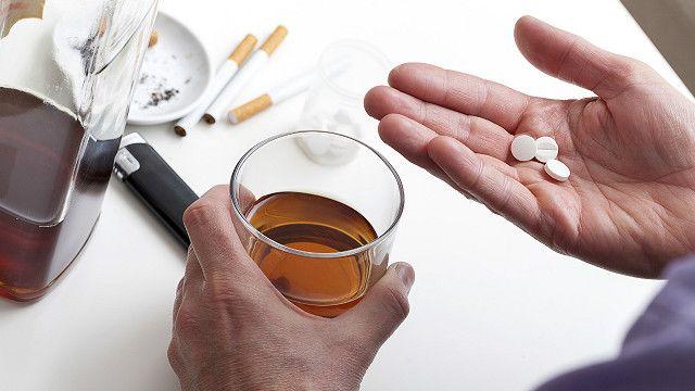Медицинские мифы: совместим ли алкоголь с антибиотиками? - BBC News Україна