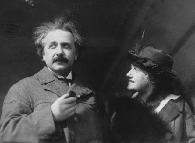Альберт Эйнштен с женой