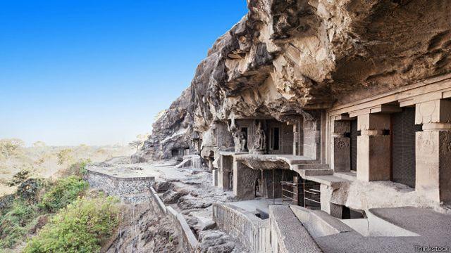 Пещерные храмы Элоры в Индии