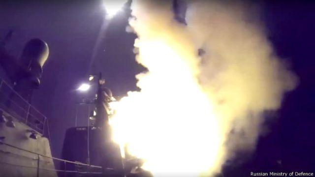 Запуск крылатой ракеты с борта корабля Каспийской флотилии 7 октября 2015 г.