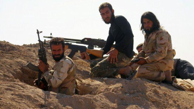 نیروهای شورشی در حما خود را برای پیشروی دولت آماده می کنند