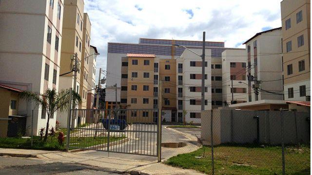 Entrada de condomínio no Bairro Carioca: muros e cercas delimitam espaços e renovam estigma, aponta socióloga
