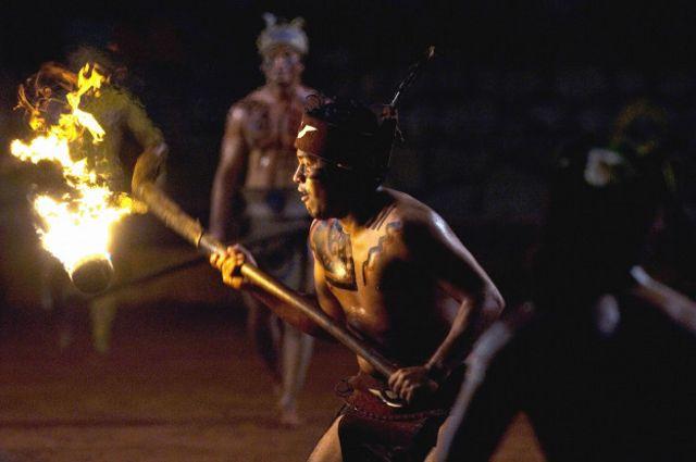 Uarhukua chanakua o pelota purépecha. Es un tradicional juego de la cultura maya que antecede al hockey moderno. Se juega con una pelota y un bastón y en su versión original se prende fuego a la pelota.
