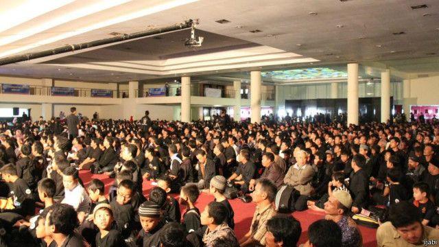 Peringatan acara Asyura oleh penganut Syiah di Bandung, Jabar, pada tahun 2012.