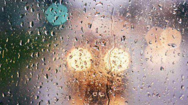 我们冬天更有可能乘坐公共交通工具,与湿漉漉的窗户和唾沫飞溅的乘客亲密接触(图片来源:iStock)