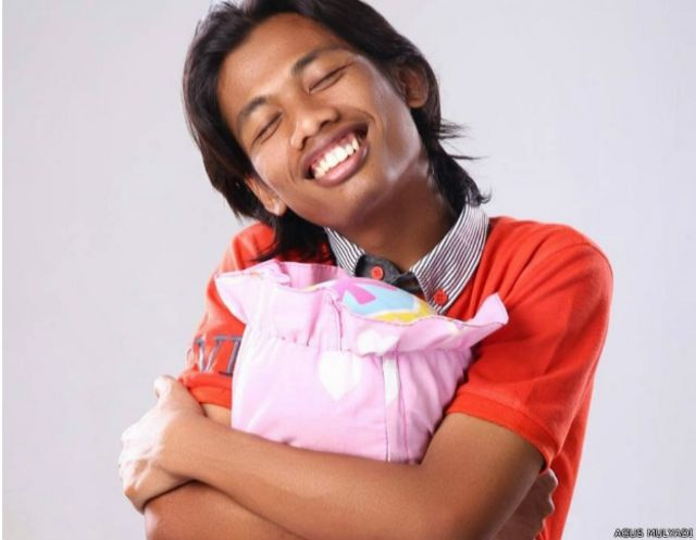 Agus Mulyadi dikenal sebagai blogger muda yang memiliki tulisan-tulisan lucu dan segar.