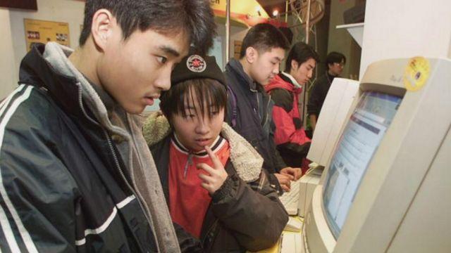 Китаец у компьютера