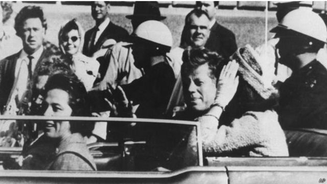 اغتيل الرئيس جون كنيدي في دالاس في الثاني والعشرين من تشرين الثاني / نوفمبر 1963