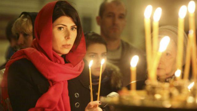 سوگواری بستگان قربانیان در کلیسای سنتایساک سنپترزبورگ