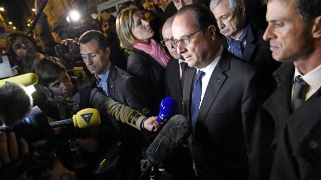 """Театрга Франциянын президенти Франсуа Олланд келип, """"кол салгандар аёосуз жазаланат"""" деп билдирди."""