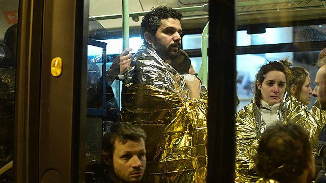 Personas evacuadas del teatro Bataclan
