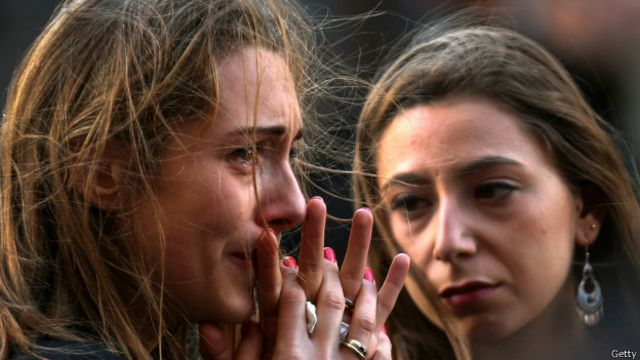 مراسم یادبود قربانیان در پاریس برگزار شد