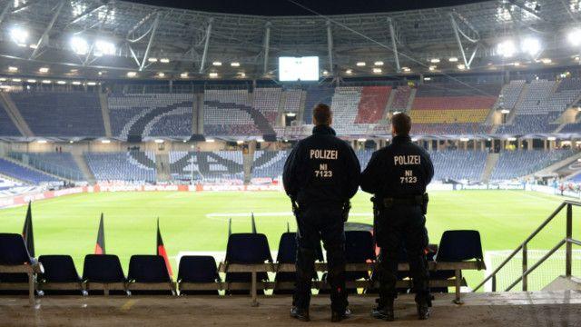 可容納49000觀眾的漢諾威體育場已經疏散場內觀眾。