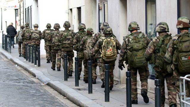 نفرات ارتش در عملیات سن دنی شرکت داشتند