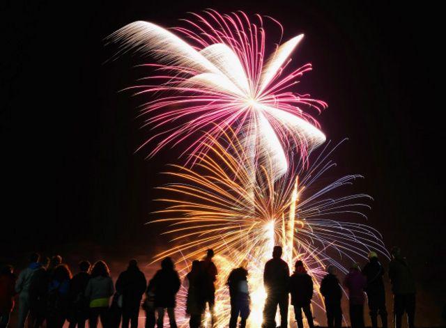 Klittra sugiere algo tan luminoso y brillante como unos fuegos artificiales.