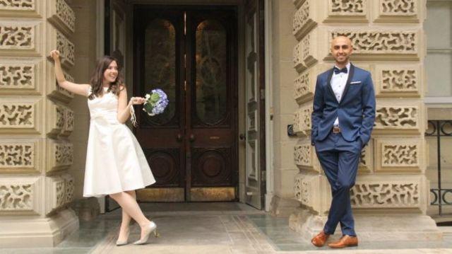 سمنتھا جیسکن اور فارزین یوسف نے شادی ٹورنٹو کے سٹی ہال میں ایک سادہ تقریب میں کی