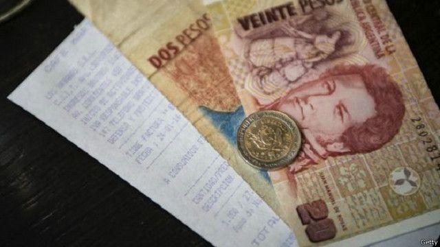 ينطوي تحرير العملة الأجنبية من القيود على خطر تراجع حاد في قيمة البيزو الأرجنتيني