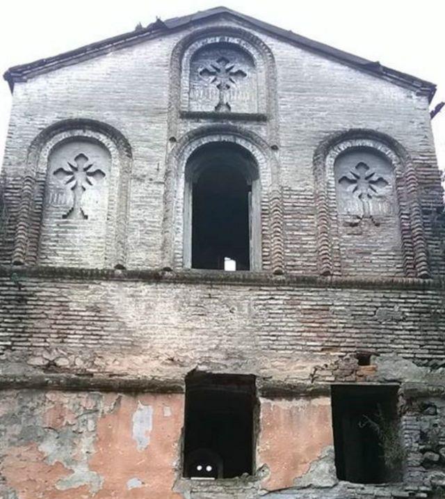 Zaqatada qədim məbədın qalıqları.