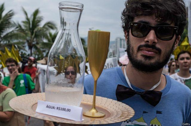 Los ciudadanos encontraron maneras creativas de protestar en Río de Janeiro, Brasil.