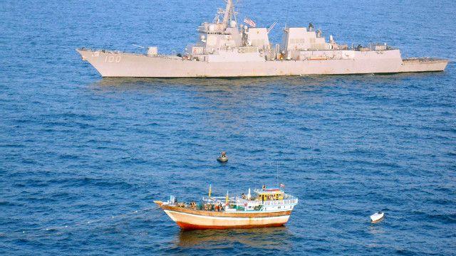 چهار سال پیش ناوشکن آمریکایی یواساس کید در آبهای دریای عرب یک لنج ایرانی را که گرفتار دزدان دریایی شده بود نجات داد