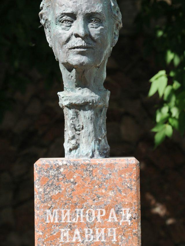 Paviçin Moskvadakı büstü onun ölümündən bir neçə ay sonra qoyulub
