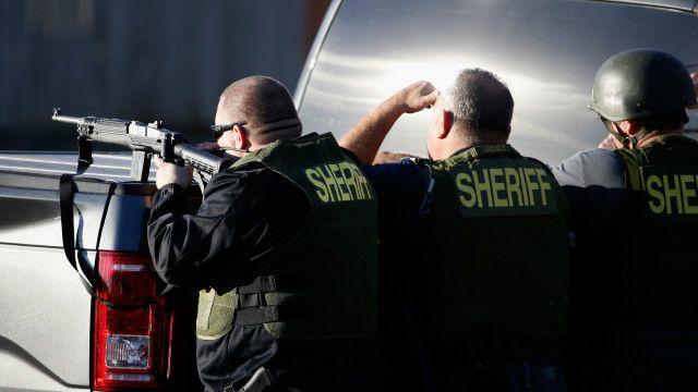 Dua orang bersenjata, satu pria dan satu perempuan, tewas setelah baku tembak dengan polisi.