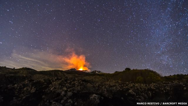 Vista de la erupción volcánica en el monte Etna, en Sicilia, Italia, el 3 de diciembre de 2015. Marco Restivo / Barcroft Media