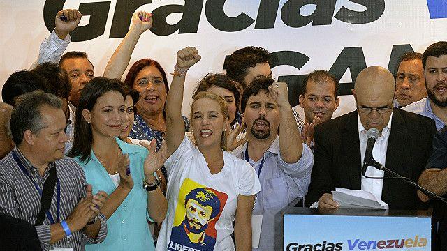 La oposición celebró el mismo domingo una victoria inédita en los años del chavismo.