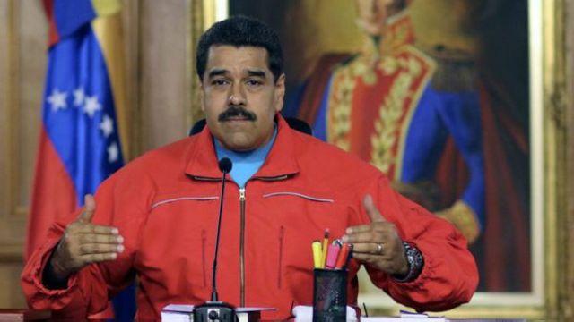"""آقای مادورو وضعیت جاری را به """"جنگ اقتصادی که مخالفان راه انداخته اند"""" نسبت داده است"""