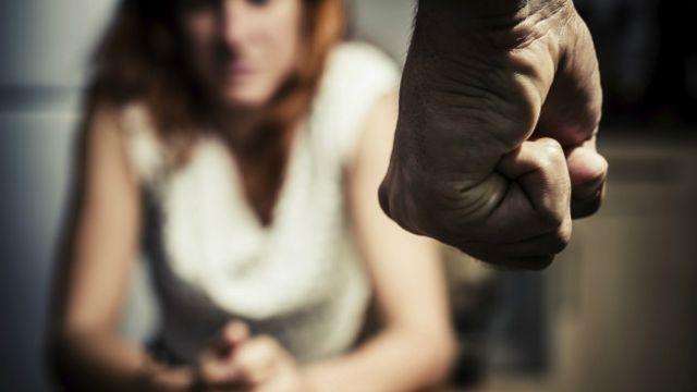 Violência doméstica: 5 obstáculos que mulheres enfrentam para denunciar -  BBC News Brasil