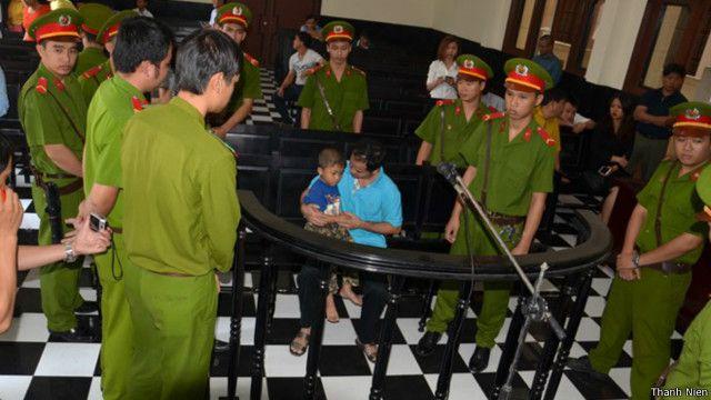 Ông Võ Văn Minh trước tòa Tiền Giang