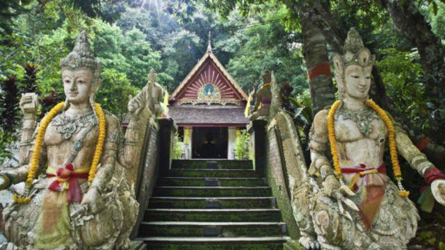 泰国清迈双龙寺(Wat Pha Lat)(图片来源:Sacha Bloor/Getty)