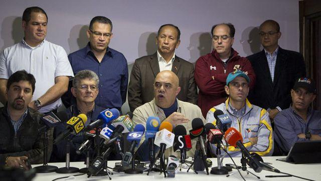 """La opositora Mesa de la Unidad Democrática (MUD) denunció este martes un """"intento de golpe judicial""""."""