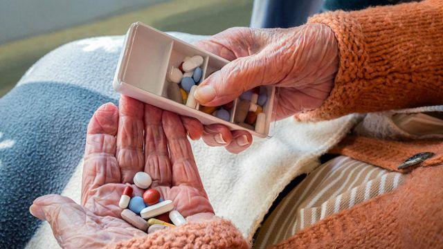 El doctor Andrew Kolodny, director ejecutivo de la organización Médicos por la Precripción Responsable de Opioides, cree que las estadísticas no miden la verdadera gravedad de la adicción en adultos mayores.