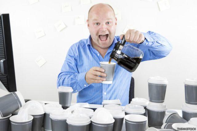 Mortes nos Estados Unidos e no Japão acenderam alerta para consumo exagerado de cafeína