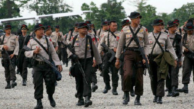 Pemerintah mengatakan, meski menjalankan 'pendekatan lunak' tapi tak akan mengurangi jumlah personel keamanan di Papua.