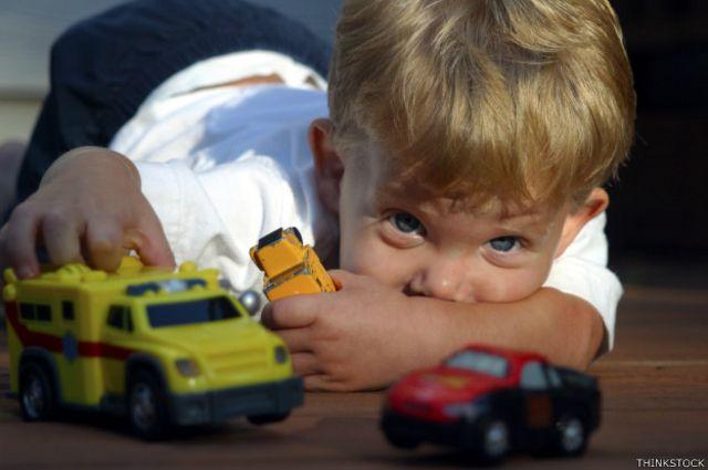 Los juguetes suelen estar en el suelo con frecuencia.