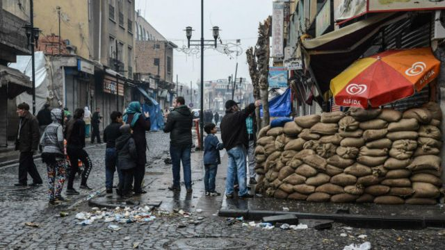 Sur'da düzenlenen operasyonlarda açılan hendekler kapatıldı, kurulan barikatlar kaldırıldı.